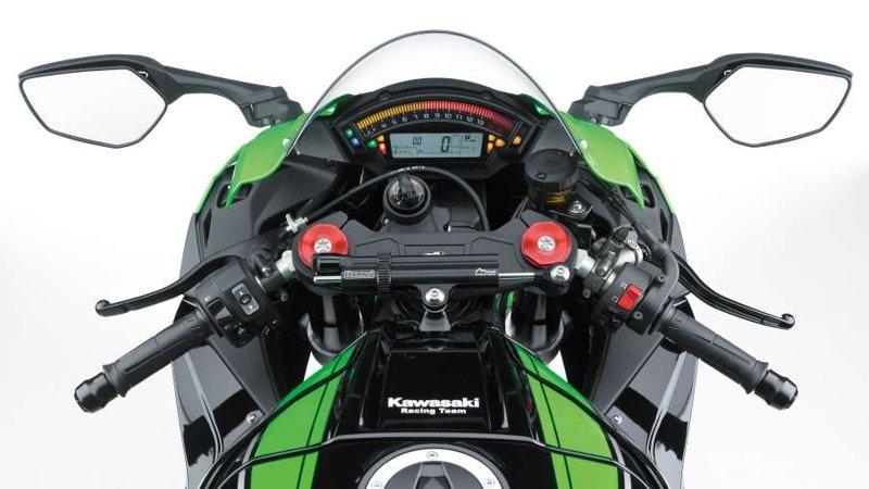 Kawasaki ZX-10R instrumentation and controls