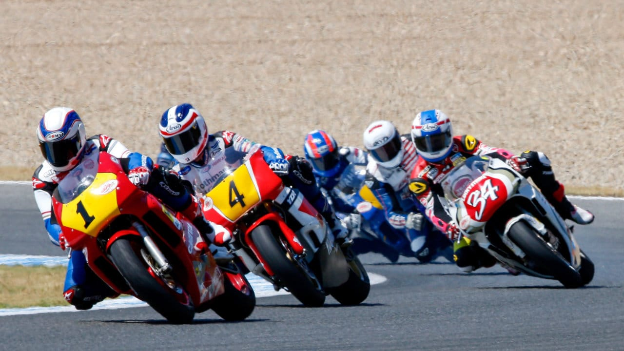 Gardner and Spencer lead the World Grand Prix Bike Legends